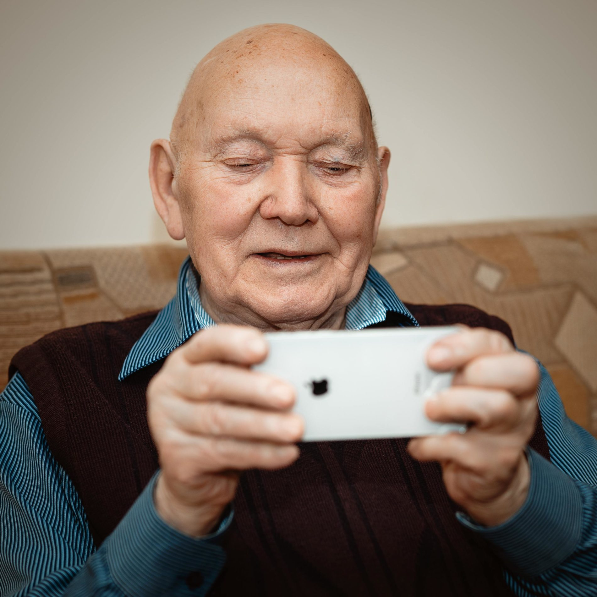 Coronavirus (COVID-19) – Top Tips for Helping Elderly Relatives to Stay Connected